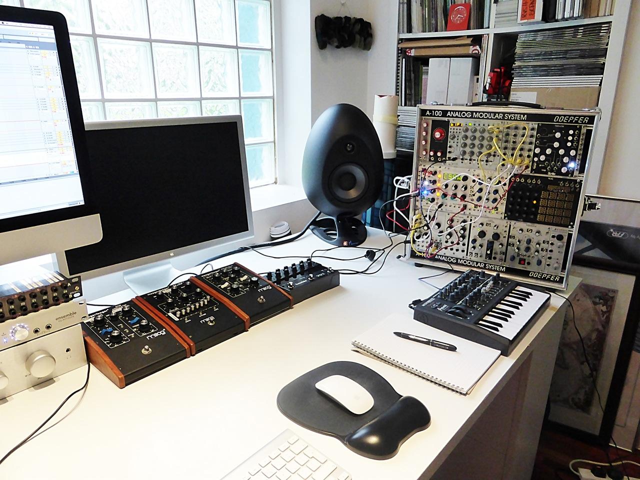 In the studio with Robin Rimbaud. In the studio with Robin Rimbaud   Headphone Commute