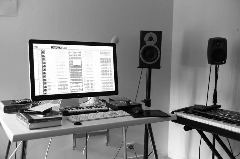 In the studio with Luke Howard (Desk)