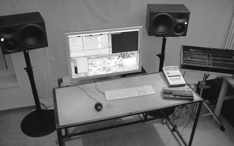studio_desk-dscf4034