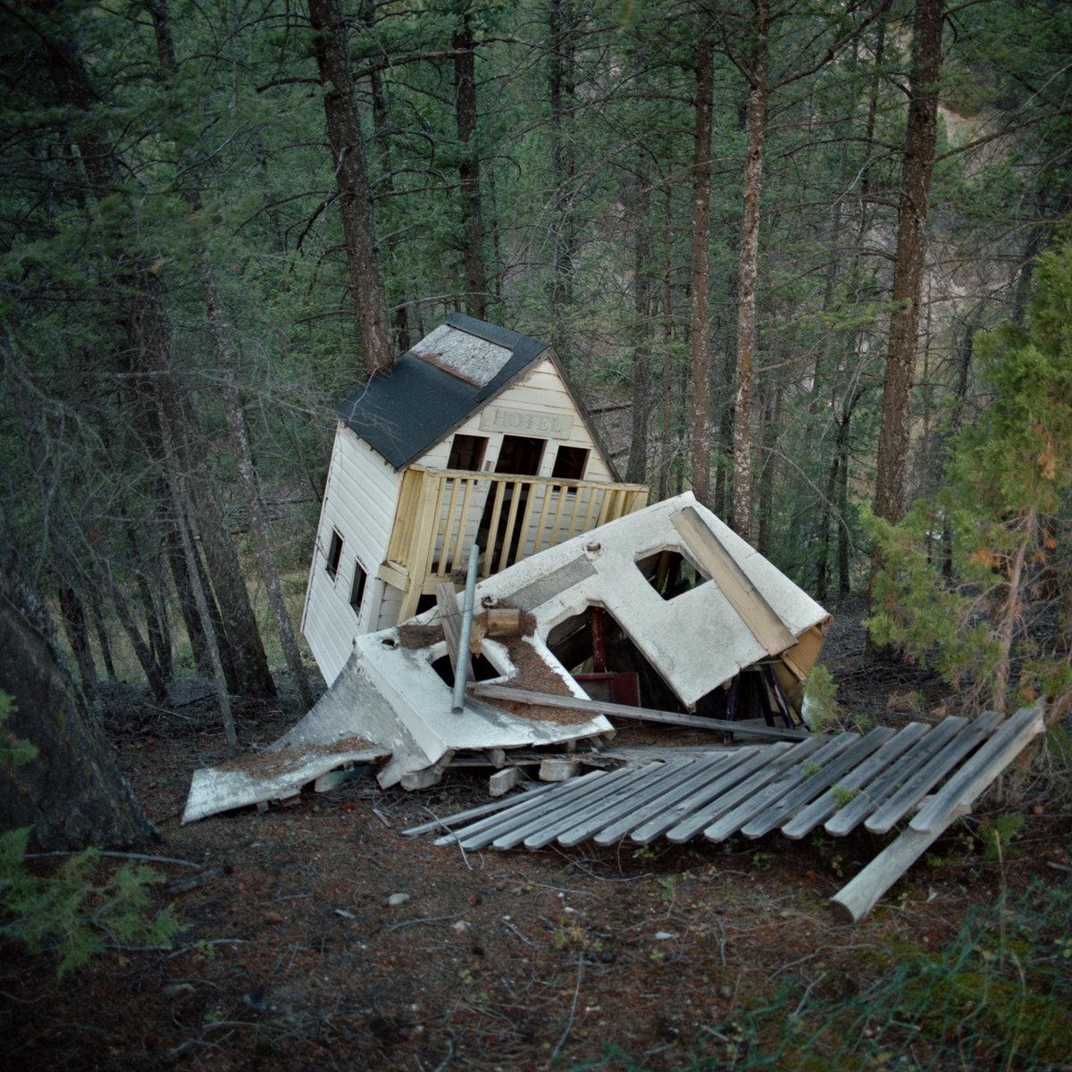 Depraved cabin in the center of New York